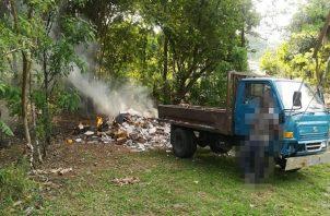 Se estima que unas 20 personas han sido sancionadas por los jueces de paz con multas entre 50 a 500 dólares por tirar basura en la vía pública. Foto: Eric Montenegro
