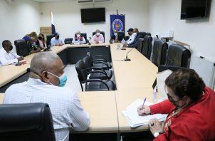 Reunión de taxistas con directivos de la ATTT, en la que no se llegó a un acuerdo.