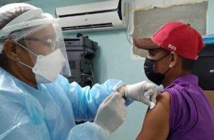 Algunos pacientes han sido vacunados, como los renales, de lupus y cáncer. Foto Ilustrativa