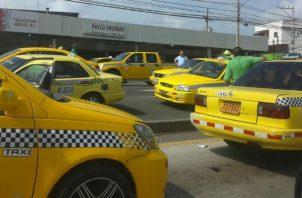 Taxistas amenazaron con realizar cierre de vías mañana.