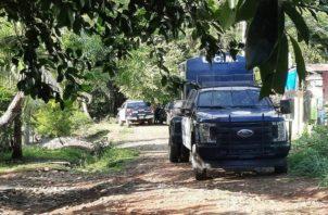 La Policía Nacional procedió a acordonar el sitio del homicidio.Foto: José Vásquez