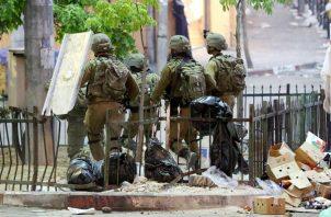 Los enfrentamientos entre palestinos y la Policía israelí en la Explanada de las Mezquitas volvieron esta a Jerusalén Este. EFE