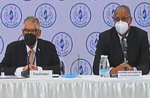 Joaquín Villar García, facilitador, y Alejandro Haynes, de Fenasep. Foto: Internet