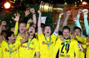 Borussia Dortmund levanta su título número cinco en la historia del club. Foto: EFE