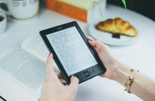Descargar el libro es gratis. Foto: Ilustrativa / Pexels