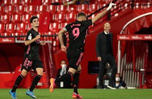 Karim Benzema (9) sentenció la victoria de los merengues con el cuarto gol. Foto: EFE
