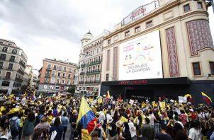 Vista de la manifestación en protesta por la difícil la situación en Colombia, este sábado en la plaza del Callao de Madrid.