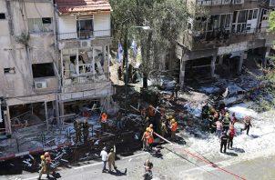 Bombardean sede de la agencia AP y de Al Jazeera. Foto: EFE
