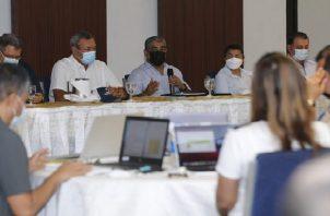 El ministro Luis Francisco Sucre se reunión con los empresario de Veraguas y las autoridades locales. Foto: Cortesía Minsa