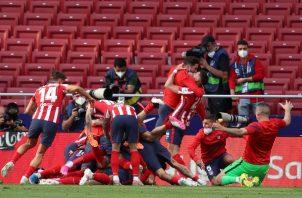 El Atlético remontó y sobre el final se llevó los ters puntos. Foto: EFE