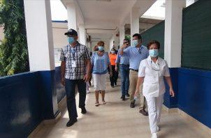 A las instalaciones del colegio José Daniel Crespo, las personas podrán llegar caminado para vacunarse, siempre y cuando estén registrados y con su cita agendada. Foto: Thays Domínguez