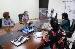El defensor del Pueblo, Eduardo Leblanc González, se reunió con integrantes de la la Fundación Vida Mujer. Foto: Cortesía Defensoría del Pueblo
