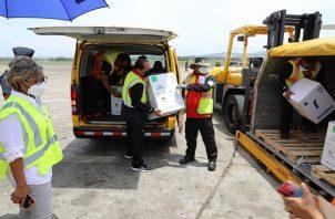 Panamá recibió este miércoles 108,810 dosis de la vacuna de Pfizer. Foto: Cortesía Minsa