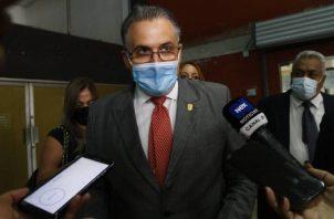 La defensa del expresidente Ricardo Martinelli se quejó de la falta de equidad por parte de la jueza Martínez. Foto: Víctor Arosemena