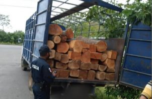 Policía Nacional retuvo los vehículos.