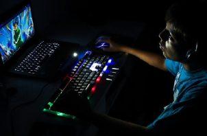Un joven Gamer juega al Argentum el pasado 6 de abril en la Ciudad de Buenos Aires (Argentina). Foto: EFE