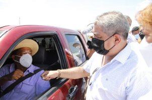 El ministro Luis Francisco Sucre recordó que la pandemia todavía no se ha ido. Foto: Cortesía Minsa