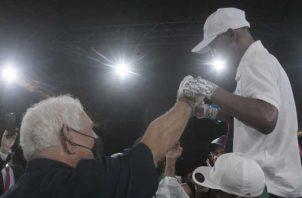 El expresidente Ricardo Martinelli festeja con 'Chemito' Moreno. Foto: Víctor Arosemena