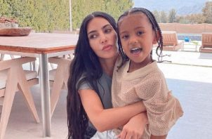 Kim Kardashian y Saint. Foto: Instagram