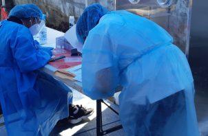 El procesamiento de los hisopados no se verá afectado. Foto: Archivo