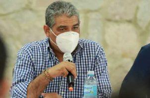 El ministro de Salud, Luis Francisco Sucre, se mostró sorprendido cuando se le consultó sobre el tema. Foto: Cortesía Minsa