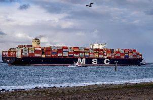 """""""Ever Given""""ha permanecido anclado en el canal de Suez desde que fue desencallado el pasado 29 de marzo. Foto: EFE"""