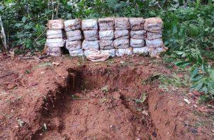 Parte de los decomisos han sido encontrados enterrados en fosas hechas por los narcotraficantes. Foto: Archivo