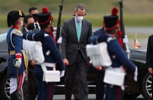 El rey de España, S. M. Felipe VI, a su llegada hoy para asistir a la investidura del nuevo presidente de Ecuador, Guillermo Lasso, en Quito (Ecuador).