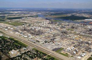 La refinería se sumará a las seis que ya existen en México. EFE