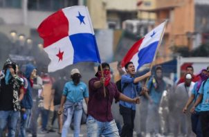 A inicios de este Gobierno, diversos grupos salieron a las calles a protestar en rechazo al proyecto de reformas a la Constitución. Archivo