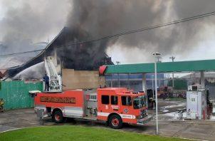 Los bomberos ahora iniciarán las investigaciones para determinar las causas. Foto: Víctor Arosemena