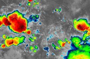 En horas de la noche se espera aguaceros aislados con posible actividad eléctrica en Veraguas y Darién.