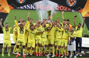 Villarreal ganó su primer título continental en sus 98 años de historia. Foto: EFE