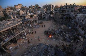 Casas y edificios destruidos por los bombardeos israelies en la localidad palestina de Beit Hanoun, en la Franja de Gaza. EFE