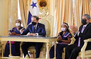 El presidente Lauretino Cortizo sancionó este jueves la ley sobre salud bucodental. Foto: Cortesía @NitoCortizo