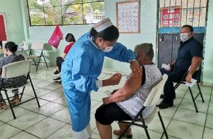 Adultos mayores de 60 años, embarazadas y docentes del circuitos 4-5 y 4-6 fueron vacunados. Foto: Cortesía Minsa