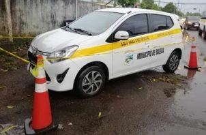 En el auto viajaban tres funcionarios del Municipio de Dolega que resultaron ilesos. Foto: José Vásquez