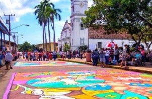 La mayoría de las actividades se planificaron para su presentación virtual, sin embargo, se había solicitado que las visitas a las tradicionales alfombras fuera presencial. Foto: Thays Domínguez