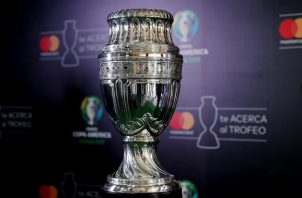 Vista del trofeo de la Copa América. Foto: EFE
