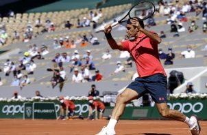 Federer marcó su retorno con su primera victoria en cinco intentos ante el ruso Daniil Medvedev. Foto: EFE