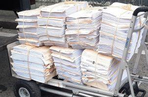 Unos 275 tomos componen el expediente del caso Lava Jato. Foto: Redes Sociales