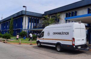 Entes de investigación adelantan las pericias para esclarecer lo sucedido dentro de la instalación médica. Foto: Melquiades Vásquez