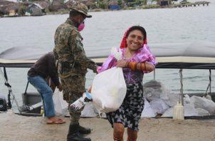 Las bolsas con comida se entregan en las zonas rurales. Foto: Cortesía Ministerio de Gobierno
