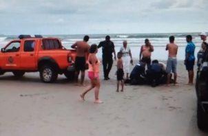Bomberos en pick up trasladaron a la joven hasta Las Lajas, donde fallece en el camino. Foto: Mayra Madrid