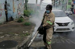 Se mantienen jornadas de limpieza y fumigación en la ciudad de Colón. Foto: Diómedes Sánchez