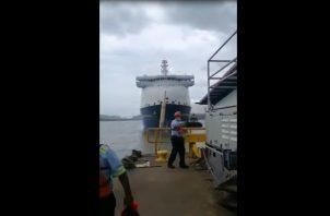 Incidente en las esclusas de Miraflores, Canal de Panamá. Foto: Redes Sociales