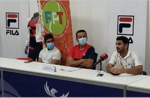 Chad Valdés (centro) es el capitán de Panamá. Foto:EFE