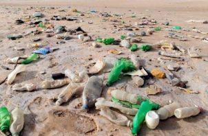 El plástico es altamente contaminante en los océanos panameños.