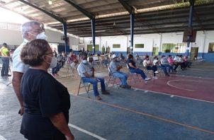 La vacuna de AstraZeneca se aplica de forma voluntaria a ciudadanos mayores de 30 años. Foto: Cortesía Minsa