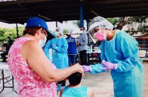 Se procedió a realizar pruebas de hisopado al personal del Municipio de Los Santos. Foto:Thays Domínguez